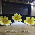 декорации надувные, цветы, воздушные шары, украшение сцены на 8 марта
