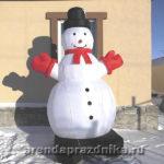 Надувной снеговик, новогодние декорации, украшение шарами